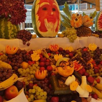 Obst-Party an Bord