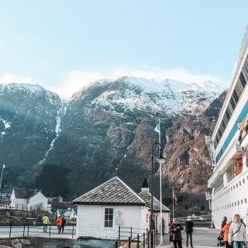 AIDAblu in Eidfjord