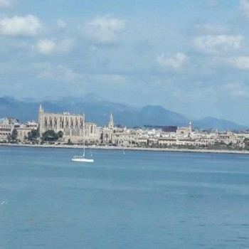 Palma's Kathedrale vom Meer gesehen