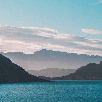 Aussicht auf Berge im Prins Christian Sund