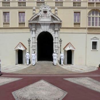 Wachablösung vor dem Fürstenpalast Monaco
