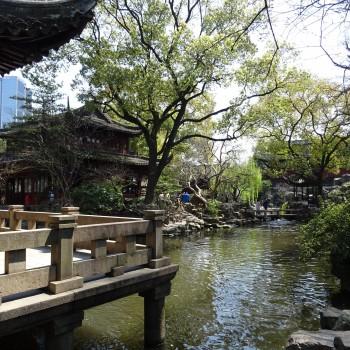 Chinesischer Steingarten mitten im Herzen Shanghais