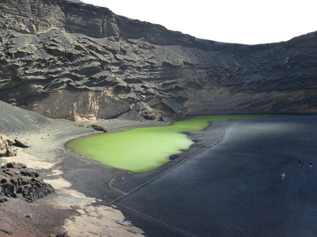 Grüne Lagune im Vulkankrater