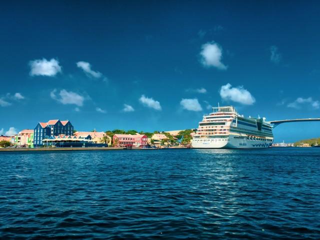 AIDAdiva im Hafen von Willemstad