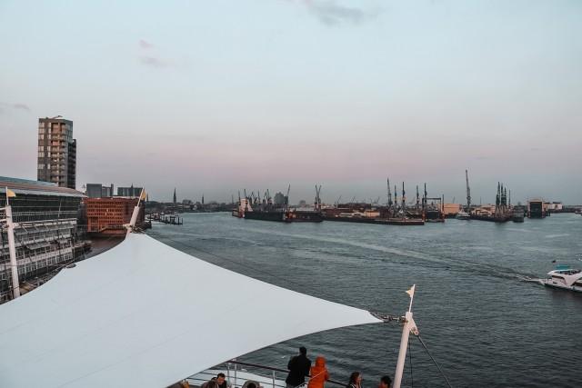 Hamburg von AIDAaura aus....