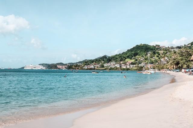 Strandbesuch mit Sicht auf AIDAperla