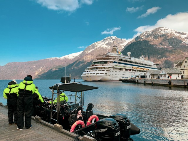 Per Rib-Boot durch den Fjord
