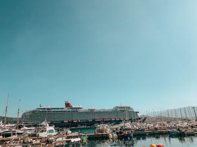 Die Mein Schiff 2 im Hafen von Ajaccio