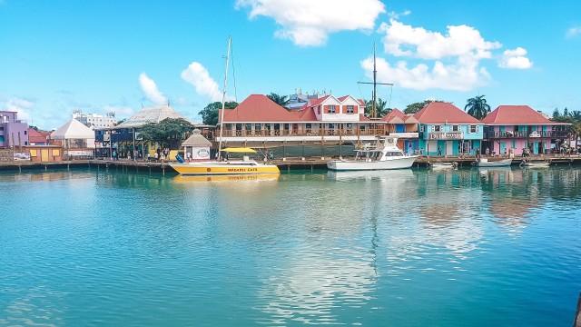 Häuserfront Hafen Antigua