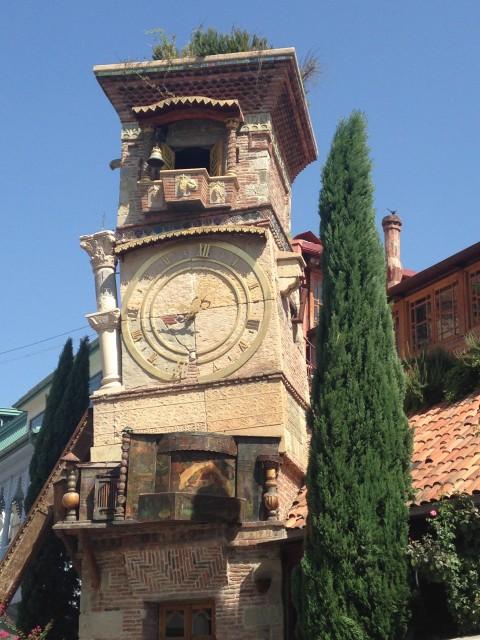 Der Uhrenturm in der Altstadt von Tiflis