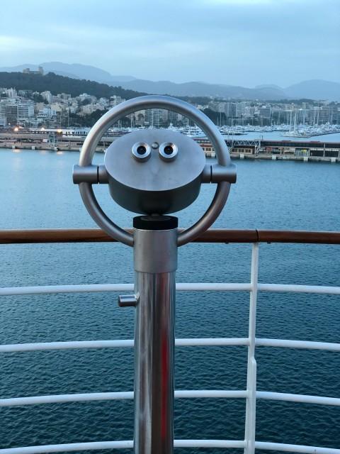 Aussichtspunkte auf dem Schiff mit Fernglas
