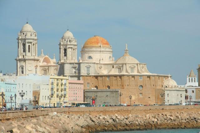 Promenade mit Kathedrale im Blick