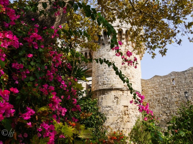 Blumengeschmückte Stadtmauer