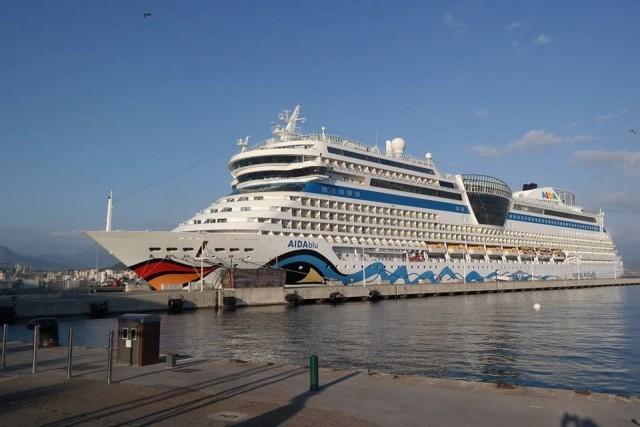 AIDAblu im Hafen von Ajaccio