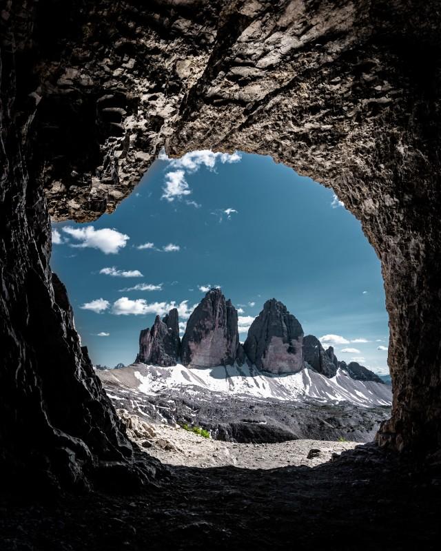 Versteckte Höhle in den Dolomiten