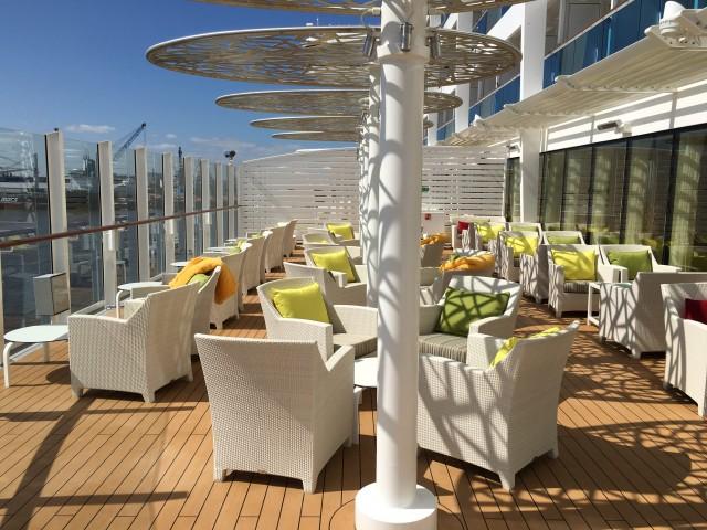 Entspannen auf der AIDA Lounge Terrasse