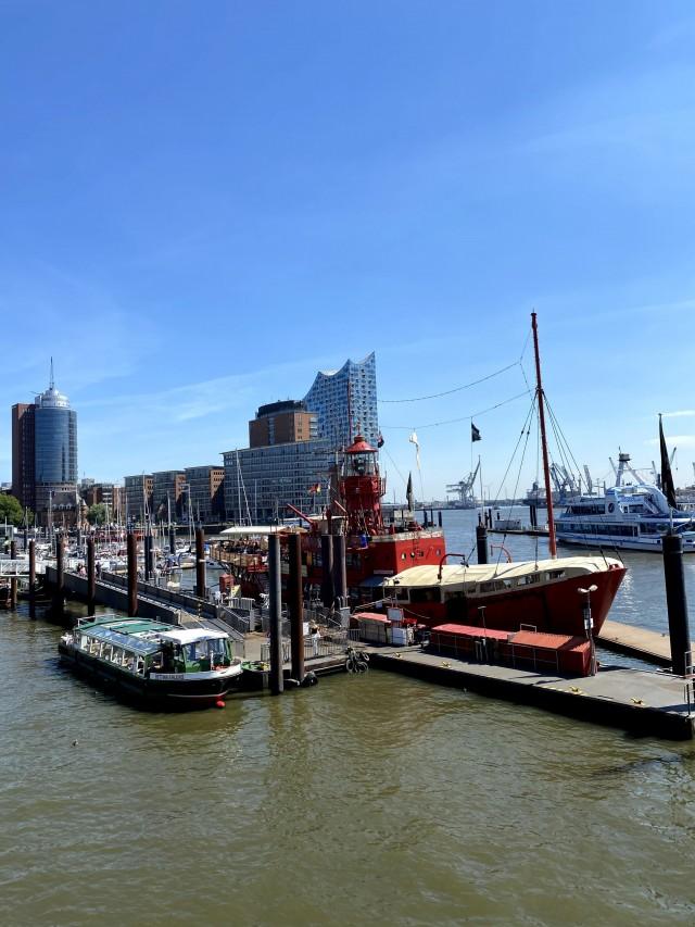 Hamburger Hafen und Elbphilharmonie