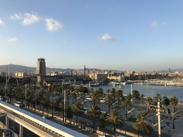 Der Blick vom Hafen in die Stadt