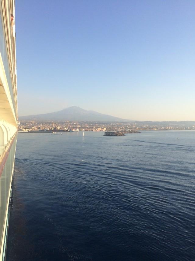 Einlaufen in den Hafen von Palermo auf der Mein Schiff 2