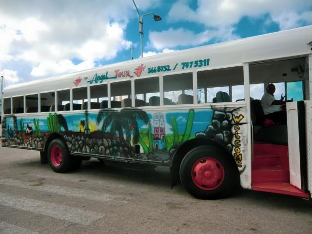 Die bunten Busse von Aruba