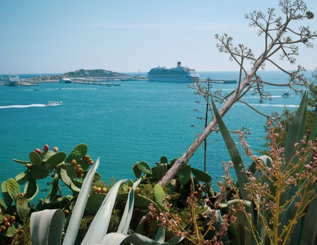 Blick von der Festung in Ibiza auf die Costa Favolosa