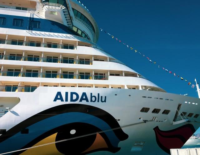 AIDAblu im Hafen von Barcelona