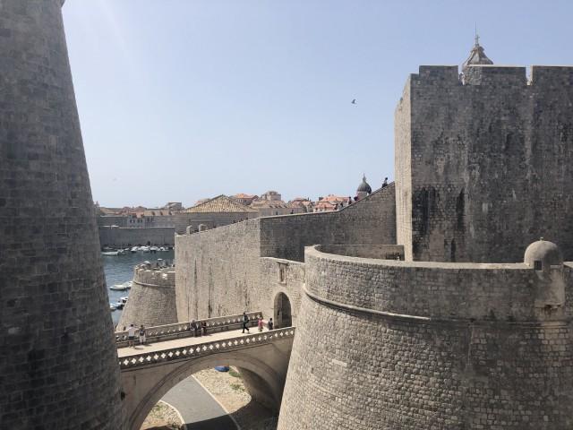 Massive Mauer