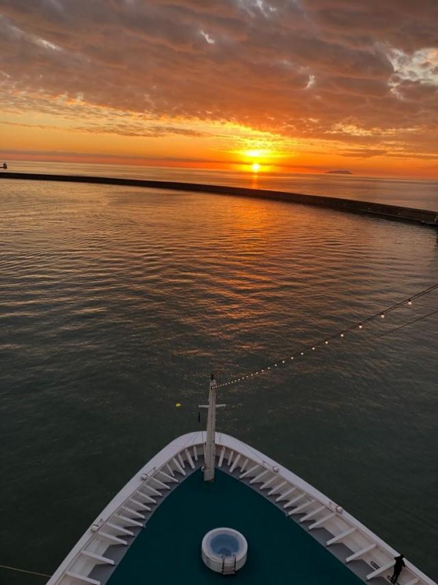 Sonnenuntergang am Silvesterabend 2019 im Hafen von Livorno