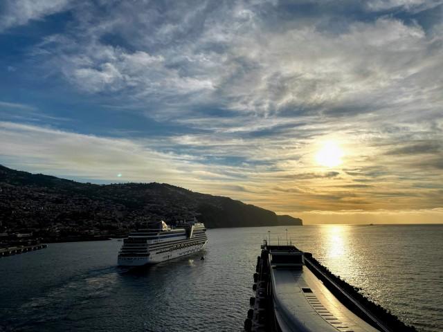 AIDAstella verlässt den Hafen