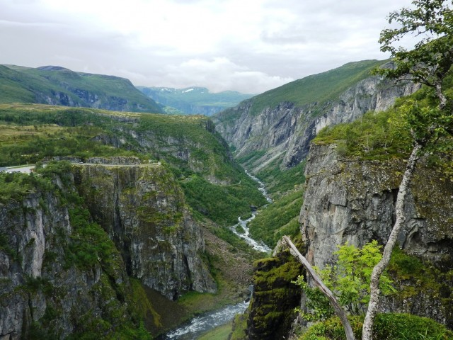 Norwegen Tour mit AIDAsol Vormittags ging es mit dem lokalen Anbieter zum Voringfoss Wasserfall. Seh