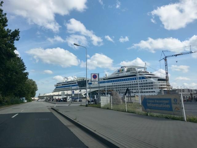 AIDAdiva im Hafen