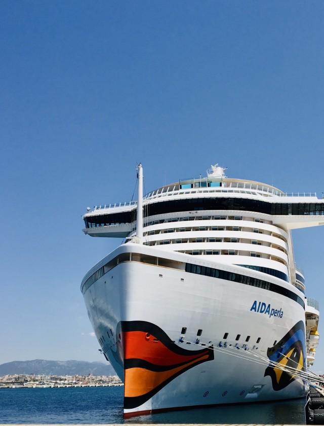 Große Lady: AIDAperla auf Mallorca