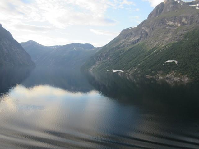 Morgendliche Einfahrt in den Geirangerfjord