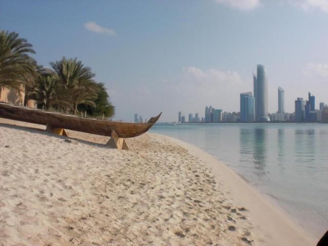 Skyline + Strand in Abu Dhabi