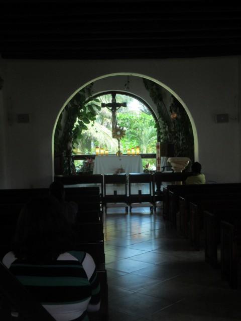 Kirche mit coolem Blumenschmuck