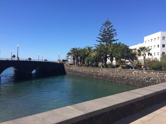 Einfahrt zum kleinen Hafen