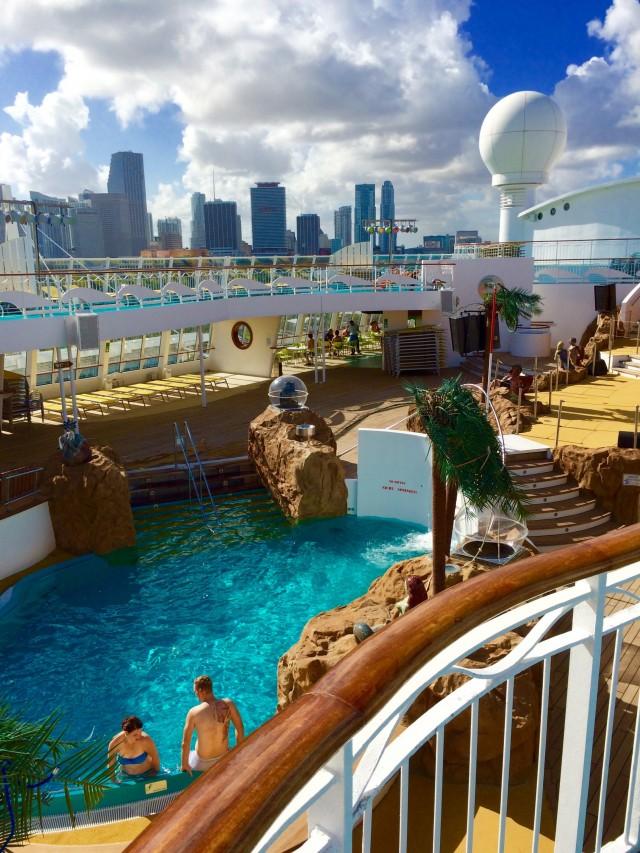 Liegestuhl mit Blick auf Miami