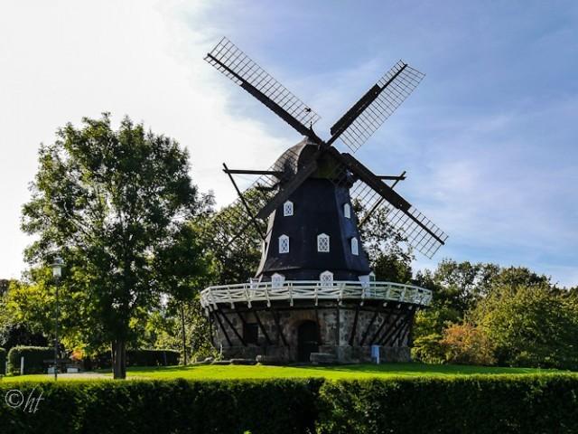 Die Kappenwindmühle im Garten des Schlosses Malmöhus ...