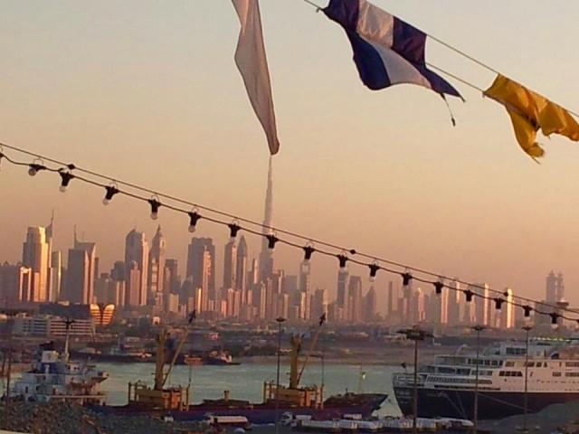 Blick vom Hafen in die Stadt