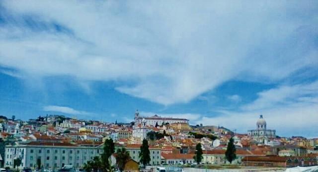 Blauer Himmel in Lissabon
