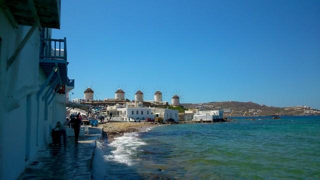 Küste mit Windmühlen