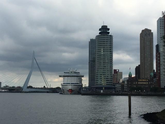 AIDA im Hafen von Rotterdam