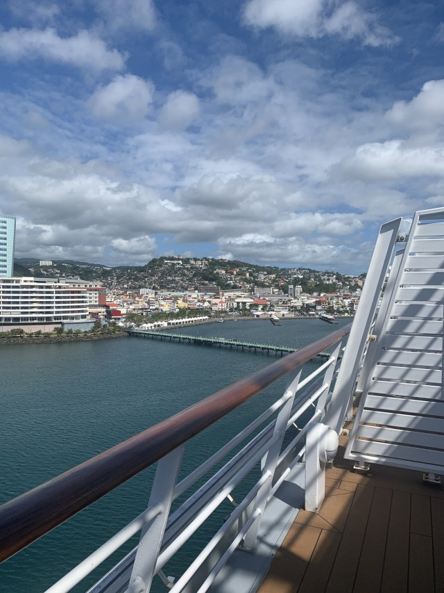 Aussicht vom Schiff auf die französische Insel