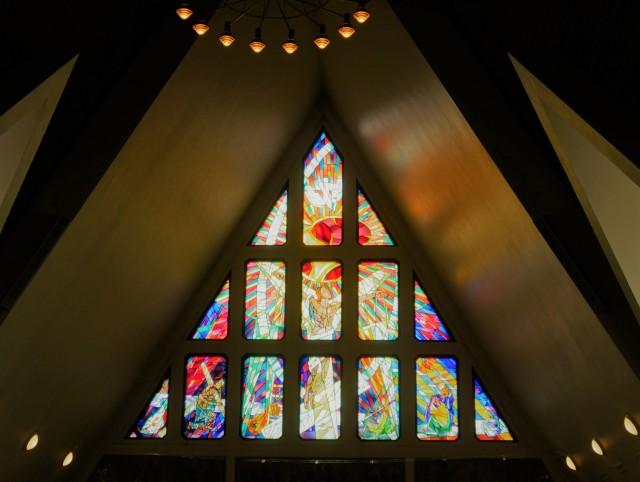 Schönes Buntglas in der Kirche zu Hammerfest