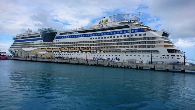 AIDAluna im Hafen von Hamilton
