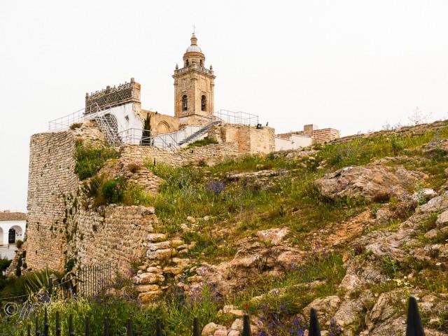 die Kirche Santa María La Coronada in Medina Sidonia auf dem 337m hohen Cerro del Castillo