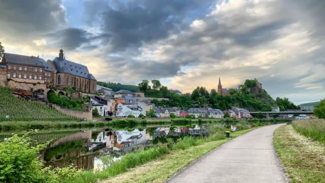 Eine Stadt gebaut am Fluss