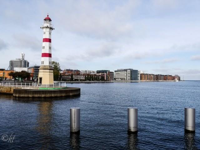 Der Leuchtturm im inneren Hafen von Malmö ...