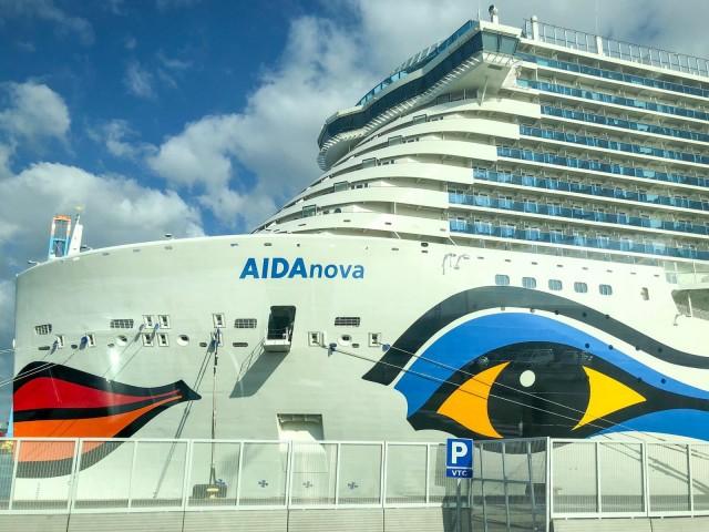 AIDAnova im Hafen von Barcelona