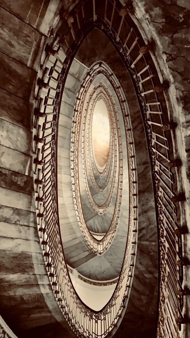 Palazzo Mannajuolo - La scalinata interna